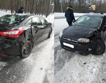 У Кропивницькому автівка збила електроопору. ФОТО. ВІДЕО