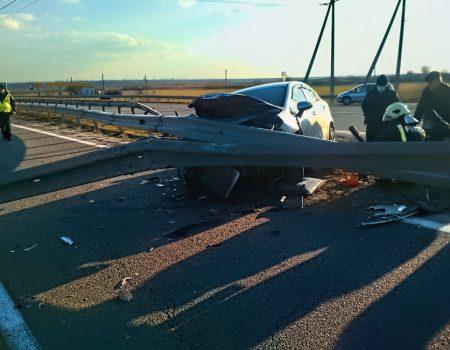 Кіровоградщина: у Благовіщенському районі авто врізалося у відбійник. ФОТО