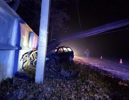 На Кіровоградщині автомобіль протаранив арку