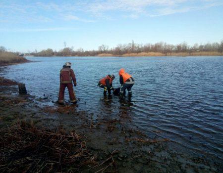 На Кіровоградщині з Кременчуцького водосховища дістали потопельника