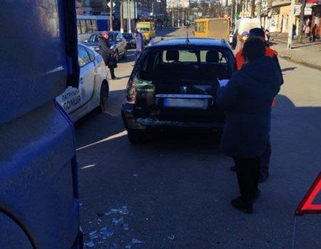 У Кропивницькому водій MAN в'їхав у Peugeot. ФОТО