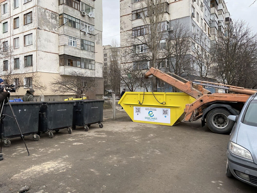 Без Купюр Кропивничани так і не навчилися правильно користуватися бункерами для сміття Життя  сміття новини Кропивницький Кіровоградщина 2021 Квітень