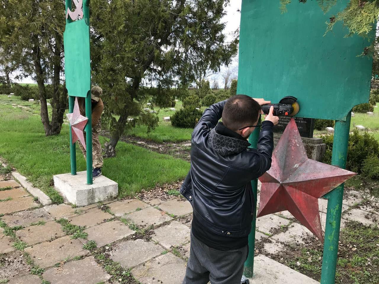 Без Купюр 3-ій об'єкт декомунізували кропивницькі активісти,  символіку передали музею Головне  суботці новини Кіровоградщина декомунізація 2021 Квітень