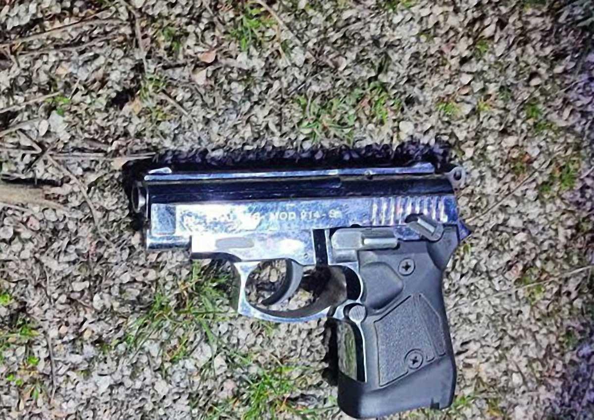 Без Купюр У Кропивицькому затримали чоловіків, які серед вулиці стріляли з пістолета Кримінал  новини Кропивницький Кіровоградщина 2021 Квітень