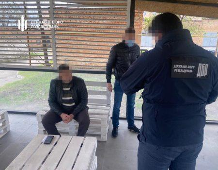 ДБР: На Кіровоградщині системно вимагали хабарі з перевізників. ФОТО