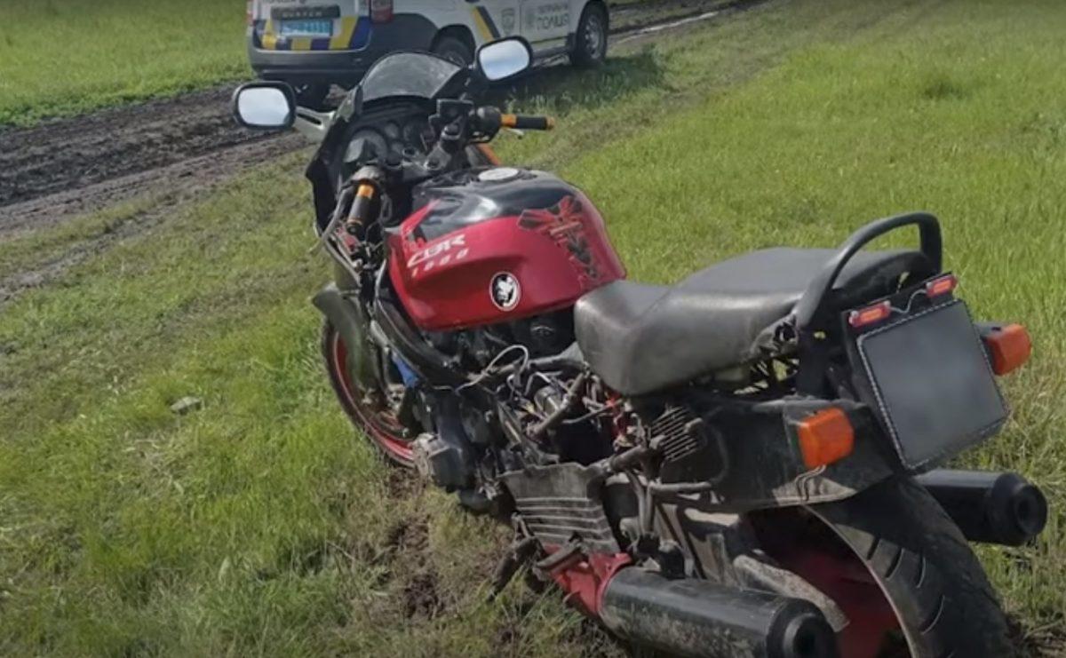 Без Купюр У Кропивницькому мотоцикліст змусив патрульних гнатися за ним по бездоріжжю. ВІДЕО Вiдео За кермом  новини Кропивницький Кіровоградщина 2021 Квітень