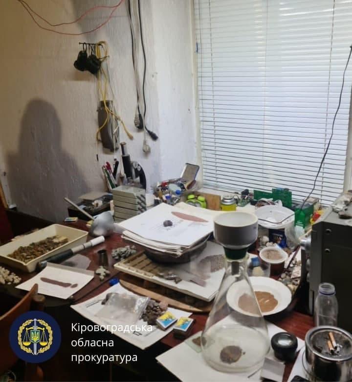 Без Купюр 3 мешканцям Гайворона повідомили про підозру у виробництві психотропних речовин Кримінал  новини наркотики Кіровоградщина Гайворон 2021 рік