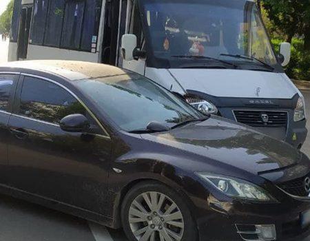 У Кропивницькому зіткнулися легковик і автобус. ФОТО