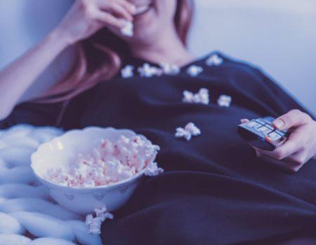 Безпрограшний варіант карантинного відпочинку: що подивитися по телевізору разом із сім'єю