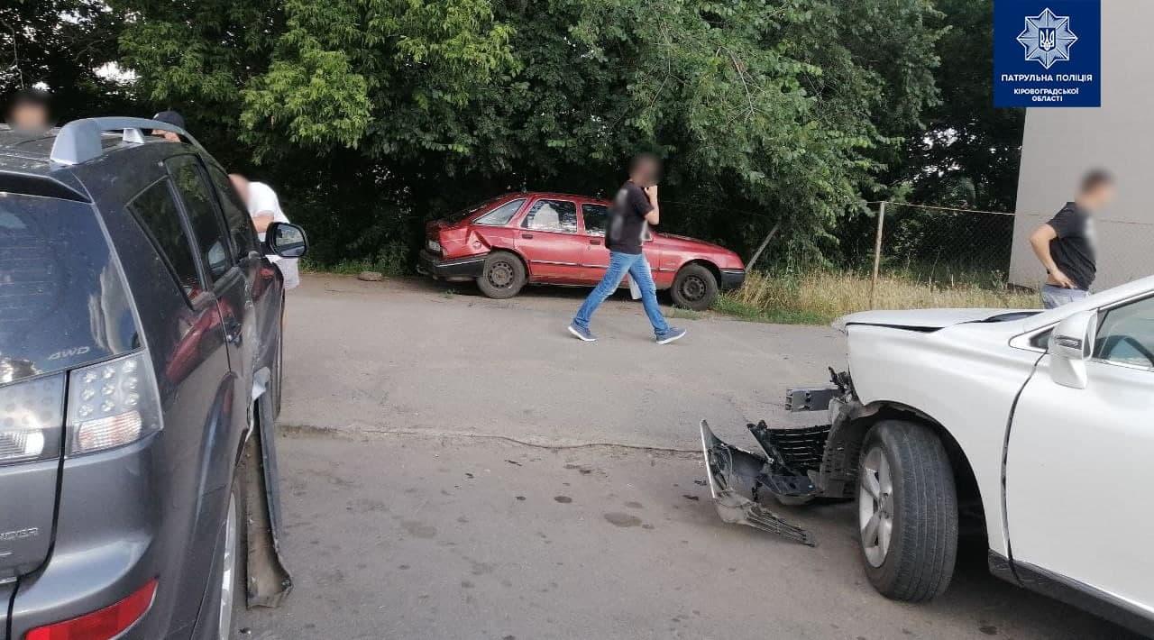 Без Купюр У Кропивницькому сталася ДТП за участі трьох автомобілів. ФОТО За кермом  новини Кропивницький Кіровоградщина ДТП 2021 Червень