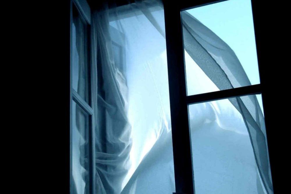 Без Купюр У Кропивницькому чоловік погрожував стрибнути з вікна 5 поверху Події  самогубство новини Кропивницький 2021 Червень
