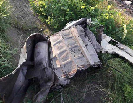 """На Кіровоградщині потяг зачепив автівку, що намагалася """"проскочити"""" через переїзд. ФОТО"""