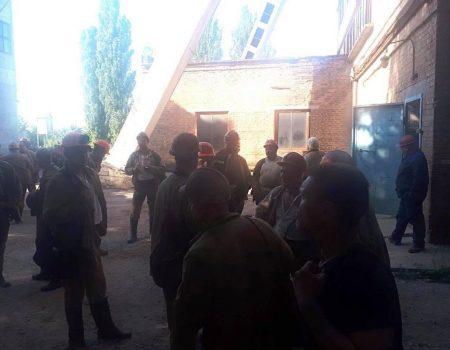 На Кіровоградщині гірники відмовляються спускатися в шахту і знову перекриють дорогу