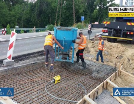 У Новгородці будівельники переходять до фінішних робіт із відновлення мосту