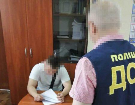 Посадовця Кропивницької міськради затримали на хабарі за дозволи на торгівлю