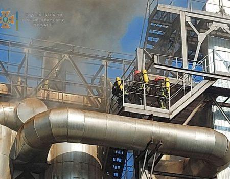 У Кропивницькому сталася пожежа на олійноекстракційному заводі. ФОТО