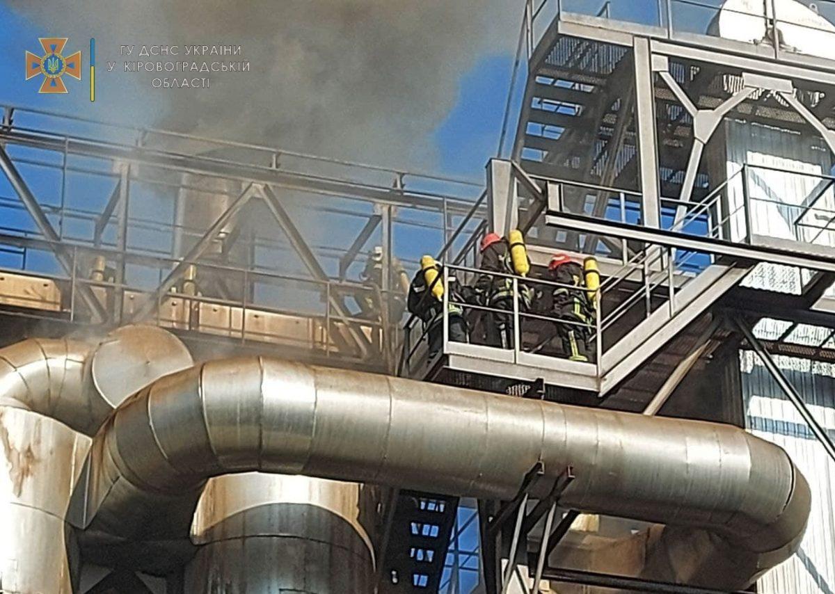 Без Купюр У Кропивницькому сталася пожежа на олійноекстракційному заводі. ФОТО Головне Події  пожежа новини Кропивницький Кіровоградщина 2021 Липень
