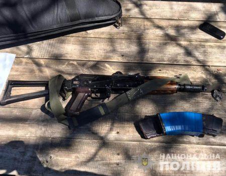 На Кіровоградщині судитимуть чоловіка, який погрожував сусідам автоматом Калашникова