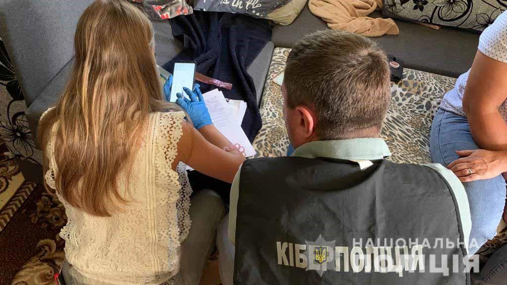 Без Купюр Кіровоградщина: 19-річна дівчина дурила інтернет-покупців одягу та взуття Кримінал  шахрайство новини Кіровоградщина 2021 рік