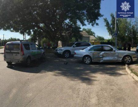 У Кропивницькому сталася ДТП за участі 3 авто. ФОТО