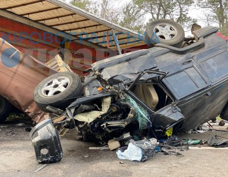 У ДТП біля Олександрії на Кіровоградщині загинуло 3 людей. ФОТО