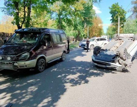 У Кропивницькому перекинулася автівка. ФОТО