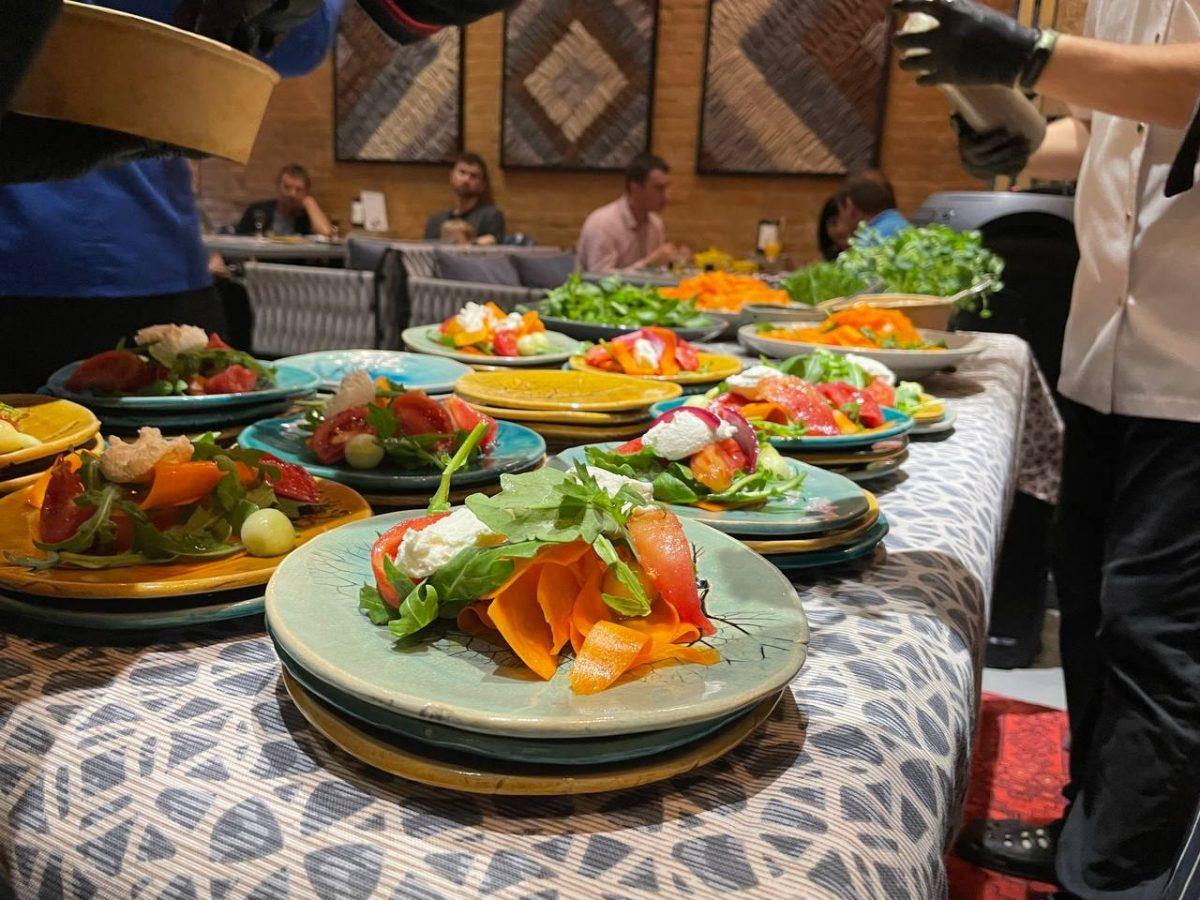 """Без Купюр """"Баба Єлька"""" влаштувала у Кропивницькому звану вечерю зі стравами за старовинними рецептами. ФОТО Головне Події  новини Кропивницький Кіровоградщина 2021 рік"""