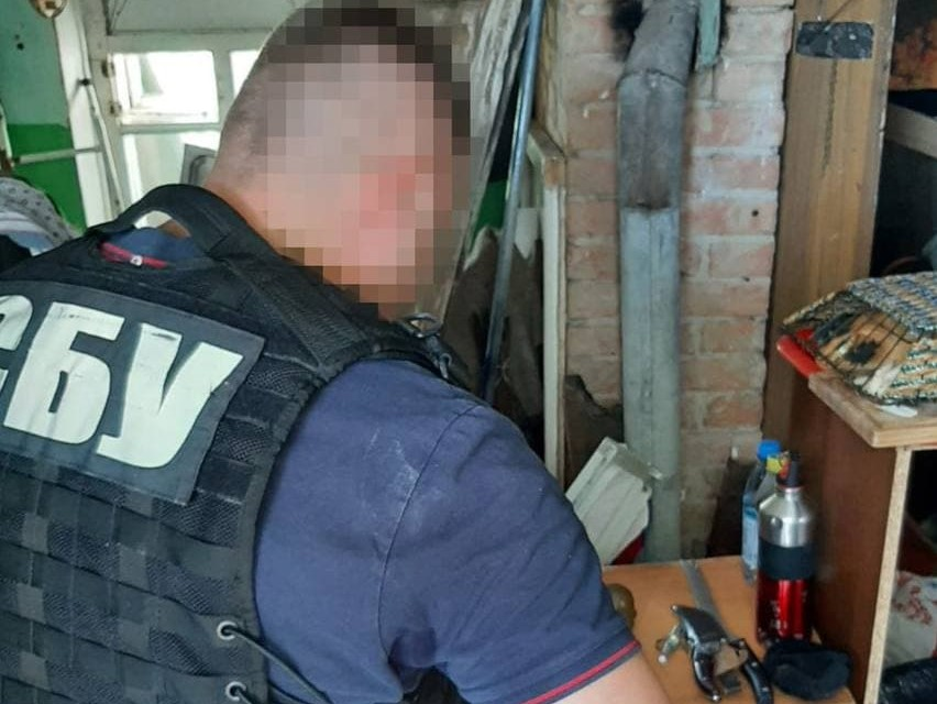 Без Купюр СБУ: У Кропивницькому затримали лідера банди, що збувала вибухівку. ФОТО Головне Кримінал  СБУ новини Кропивницький Кіровоградщина зброя 2021 рік