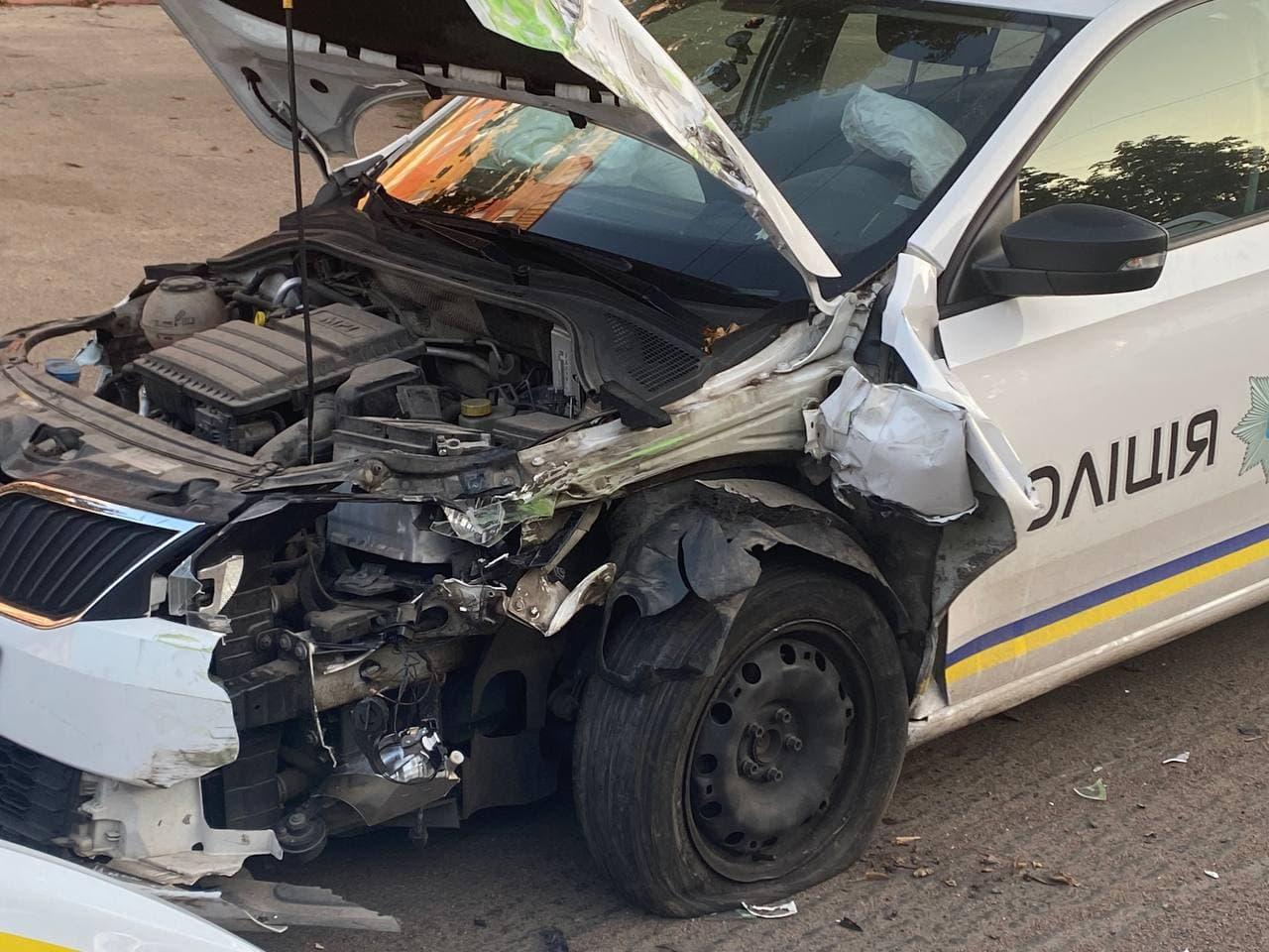 Без Купюр У Кропивницькому зіткнулися автомобілі Skoda поліції та Smart. ОНОВЛЕНО За кермом  новини Кропивницький Кіровоградщина ДТП 2021 рік