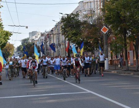 Більше 300 кропивничан долучились до акції «Шаную воїнів, біжу за героїв України». ФОТО