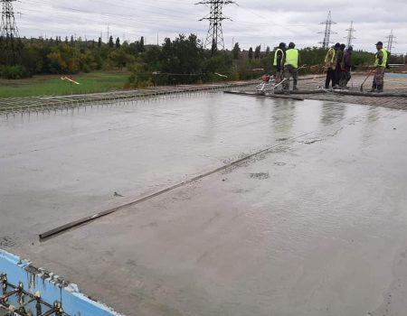 Частину шляхопроводу біля селища Нового вже залили бетоном. ФОТО