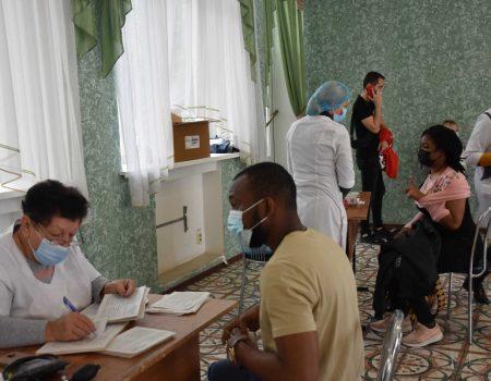 У Кропивницькому студентів та викладачів вакцинуватимуть в стінах вишів. ФОТО