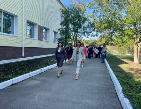 Марія Чорна на День знань завітала до Первозванівської школи. ФОТО