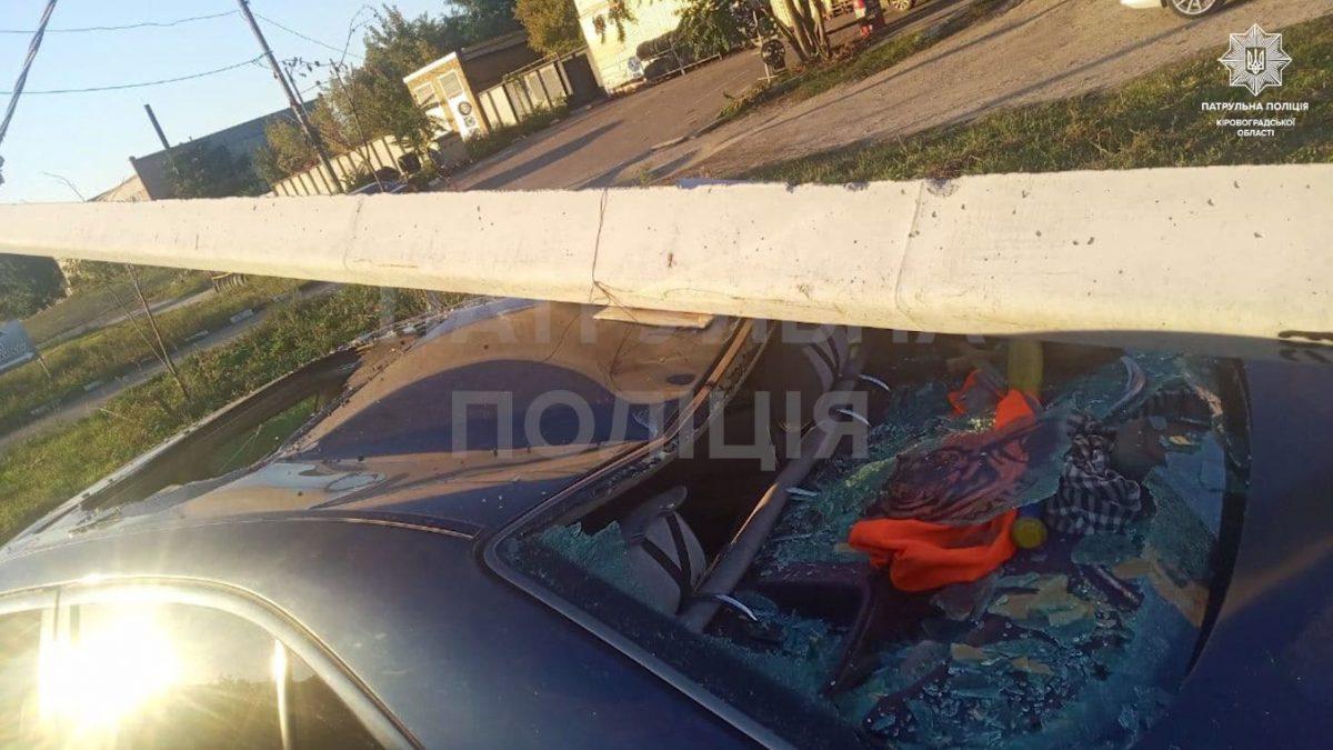 Без Купюр У Кропивницькому 17-річний дрифтер збив стовп, опора впала на його ж машину. ВІДЕО Вiдео За кермом  новини Кропивницький Кіровоградщина ДТП 2021 Жовтень 2021 Вересень