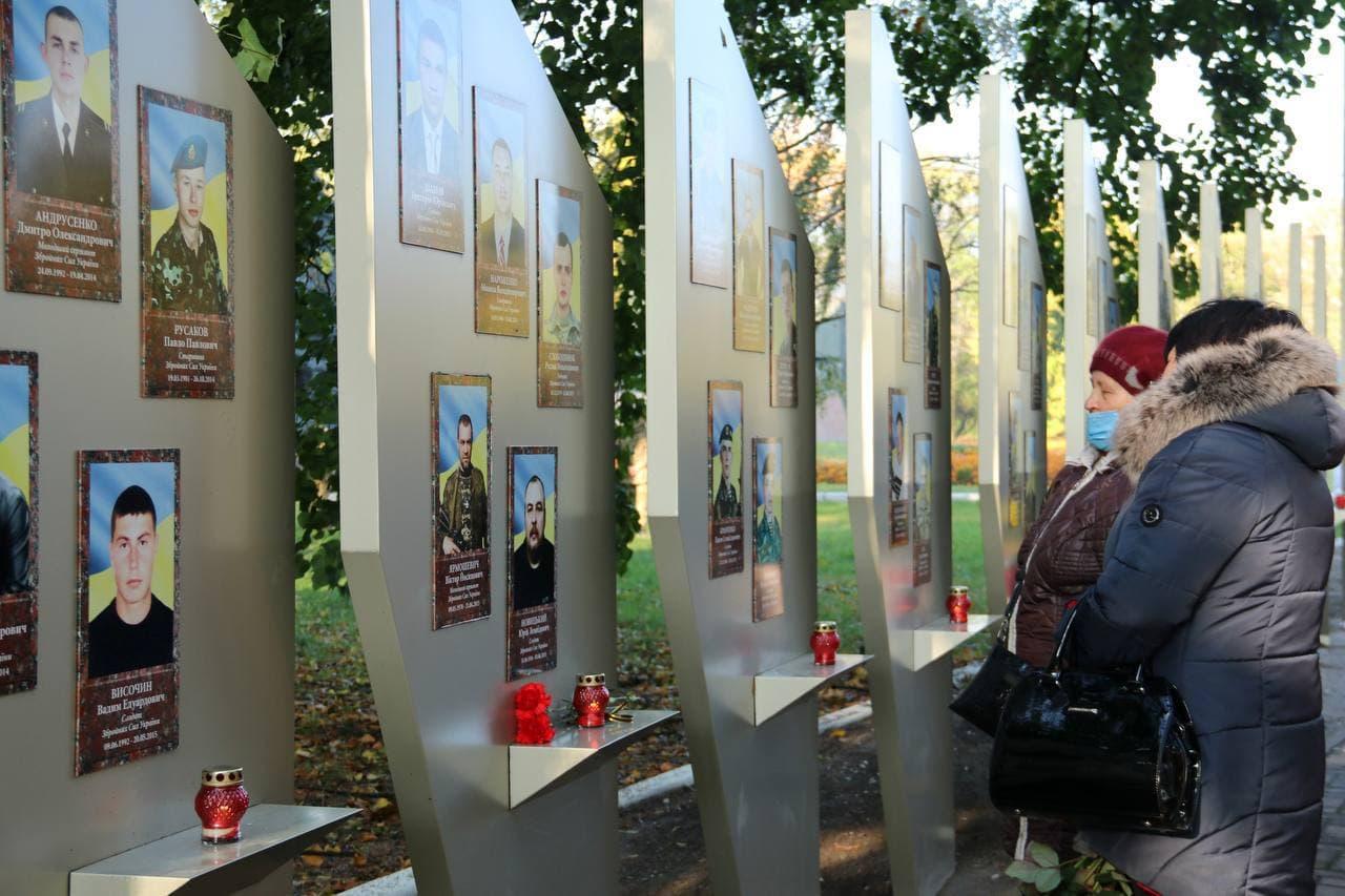 Без Купюр У Кропивницькому відзначили військових та вшанували пам'ять загиблих захисників України. ФОТО Головне Події  новини Кропивницький Кіровоградщина День захисників і захисниць 2021 Жовтень